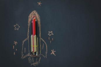 عکس خلاقانه موشک با مدادرنگی
