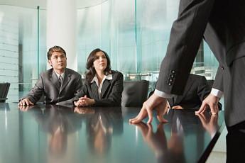 عکس مرد و زن در دفترکار