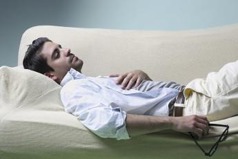 عکس مرد افسرده و ناراحت