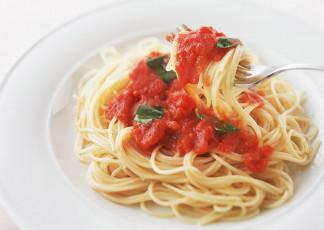 عکس بشقاب اسپاگتی و سس گوجه