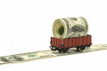 عکس اسکناس دلار و قطار ماکت