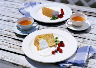 عکس بشقاب کیک و خامه صبحانه