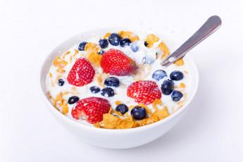 عکس کورن فلکس با شیر و میوه