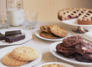 عکس شیرنی کیک و کوکی برای صبحانه
