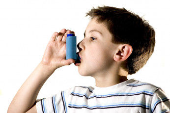 عکس کودک بیمار آسم