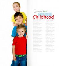 عکس کودکان با تابلو سفید تبلیغ