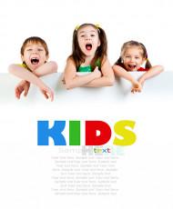 عکس کودکان خوشحال با تابلو سفید تبلیغات
