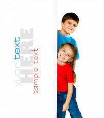 عکس کودکان با تابلو سفید تبلیغات