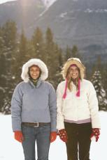 عکس دو دختر در برف