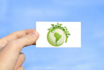 عکس کره زمین سبز با گیاه