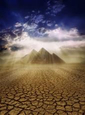 عکس کویر خشک و اهرام مصر