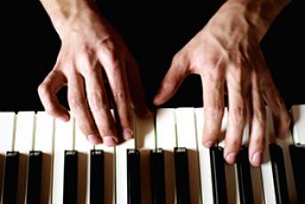 عکس نواختن پیانو