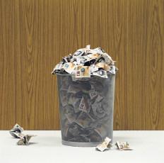 عکس سطل آشغال و پول