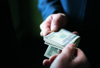 عکس معامله کردن با دلار