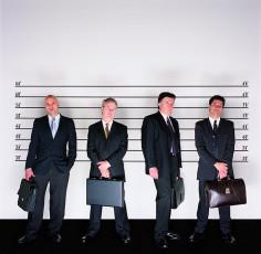 عکس مردان مجرم با کیف