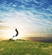 عکس پسربچه آسمان و طبیعت