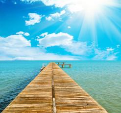 عکس دریاچه و راه چوبی