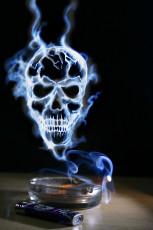 عکس دود سیگار و زیرسیگاری