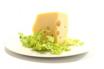 عکس پنیر و کاهو در بشقاب
