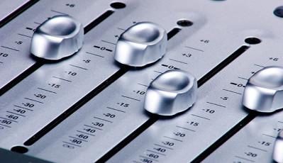 عکس دکمه های دستگاه میکسر صدا
